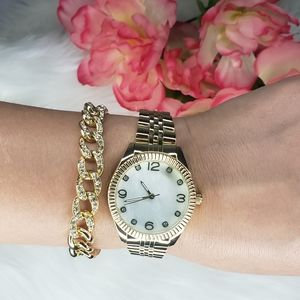 Round Gold Watch with Bracelet Time And Tru